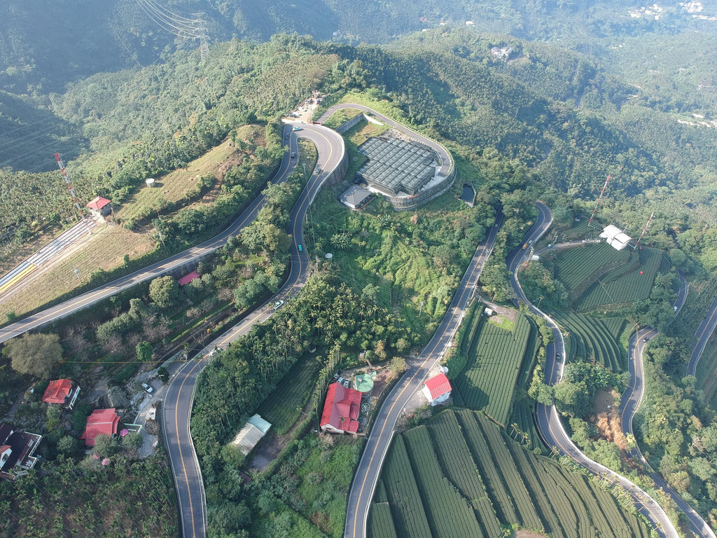 [ See Tea Fields from the Sky! ] MeiShan 36 Turns with Drone Part 1 梅山36彎空拍之一