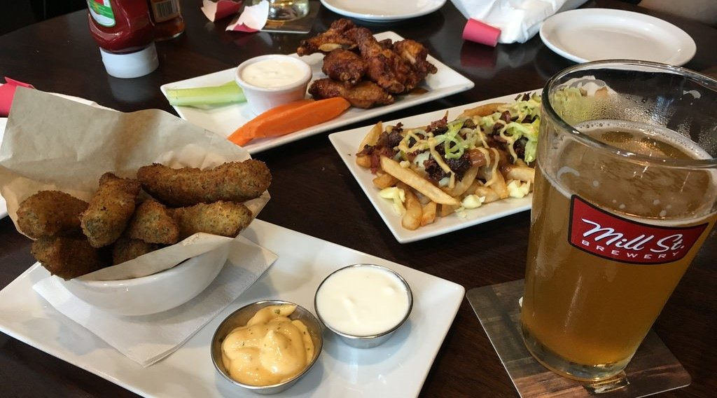 [ Best Airport Food Ever! ] Toronto Airport Mill St Brewery 多倫多機場磨坊街酒吧 (中/英)